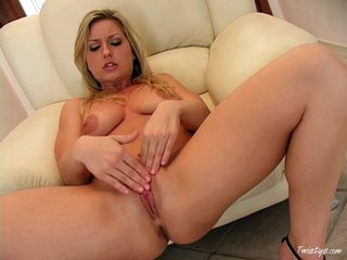 Solo hottie Avy Scott massaging her clit and pussy with her fingers on the couch