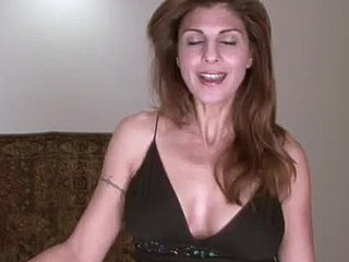 Sexy housewife receives off on stuffing her older slit with pants