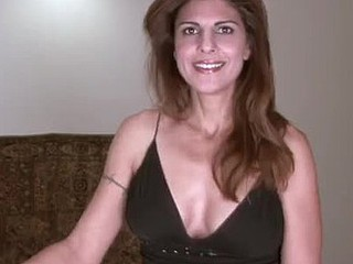 Sexy housewife receives stay away from out of reach of stuffing will not hear of older recess on touching pants