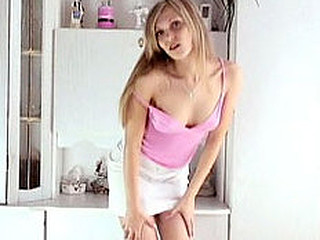 Hawt blond kirsten is in the washroom getitng bare for us