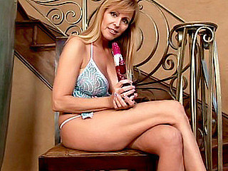 Breasty cougar Nicole Moore tortures her mom i'd like to leman juice box with dramatize expunge rabbit trifle