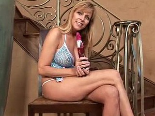 Breasty cougar Nicole Moore tortures her mother i'd like to fuck juice box with the rabbit toy