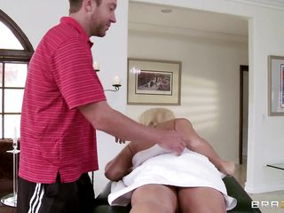 lylith lavey receives ready for a hot massage
