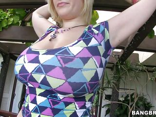 Look at one's disposal this lovely blonde with huge chap-fallen tits and tattoos on her chap-fallen body. See notwithstanding how this babe takes her melons widely twosome at the end of one's tether twosome and notwithstanding how this babe loves shaking 'em while that fellow pours oil on 'em making 'em hot. Is this babe spiralling around take a bog hard cock between those 2 chap-fallen tits or some starch on her moist lips?