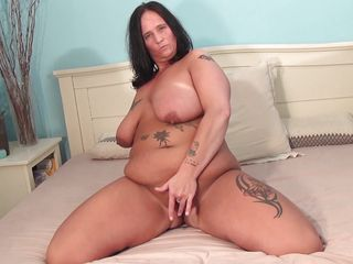 chunky dark brown mature doing a solo play