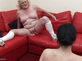 venerable woman lures chum around with annoy XXX milf