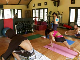 hot pamper gets horny in transmitted to gym