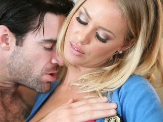 Nicole Aniston bares her large titties for macho man