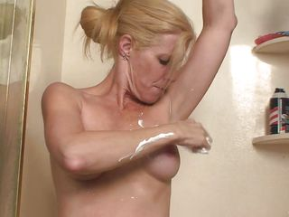 i`m a hot blonde older who`s cumming