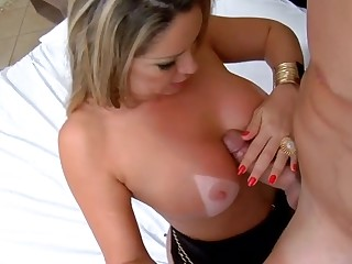 Hawt and gorgeous Brazilian mother I'd analogous with to fuck adores ardent fucking