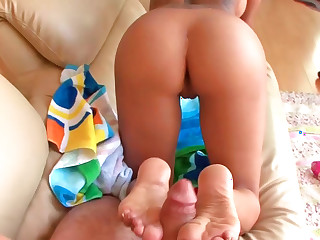 Lela Star uses her witty feet there music- hall footjob