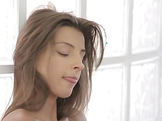 21Naturals Video: Attractive