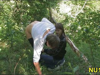 Super hot chick gives a head outdoor