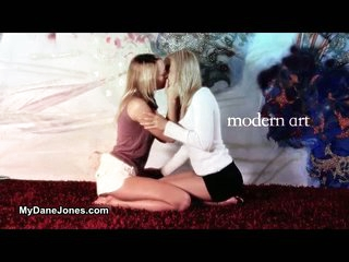 2 horny lesbo damsels love making out