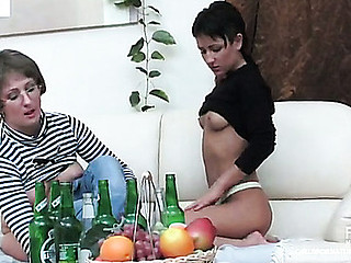Elvira&Subrina lezzy mama on movie