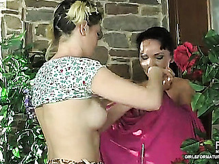 Lillian&Ninette older lesbo gig