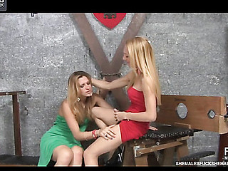 Patricia&Milena shemale and shemale show