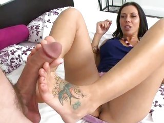 Rachel Starr treats a todger to a sexy footjob