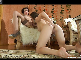 Kitty&Beatrice mindblowing anal lesbo action