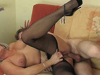 Jessica&Jerome mature pantyhose dusting