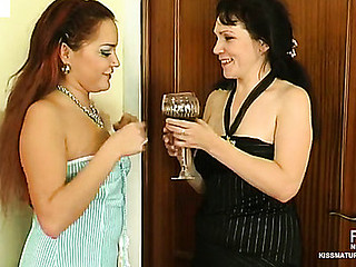 Pretty angel mastering hawt French love techniques with experienced old lesbo