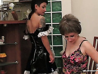 Elvira&Subrina pussylicking mama on movie episode