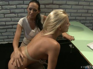 Mandy Bright and Tara Pink rope booked on class table