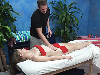 Woman spreads legs after worthy massage and gets cunt screwed