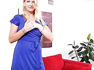 Striking Anilos beauty Robbye Bentley tortures her cookie with a toy