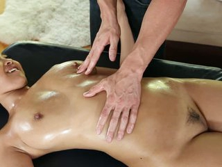 Erotic bodied cold asian knockout Sharon Lee gets massaged