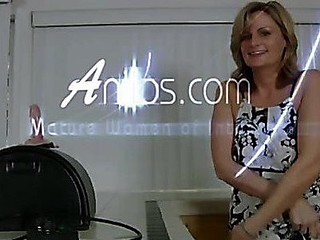 Seductive golden-haired mother i'd like to fuck bounces the brush fur pie beyond the sybian