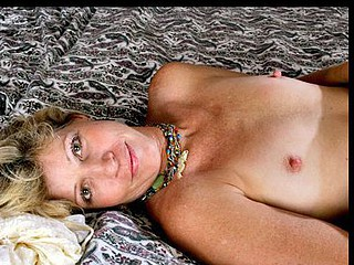 Anilos Rosetta stuffs her unshaved fuck cell with a toy