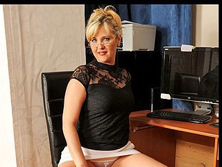 Good-looking secretary takes a break to joy her slippery wet crack