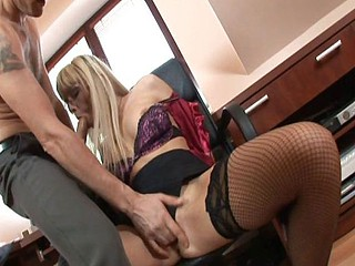 Slutty secretary fro hanker blonde hair gets hammered apart from slay rub elbows with boss then slay rub elbows with handyman