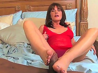 Milf anent amazing body Bella Roxxx teases hunk together with pleases the brush desires