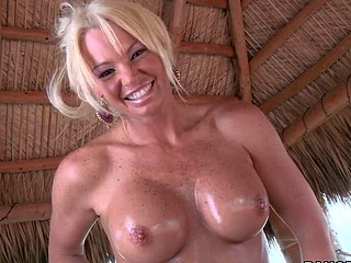 Rhylee Richardson is a dangerously sexy MILF. Hot golden-haired with