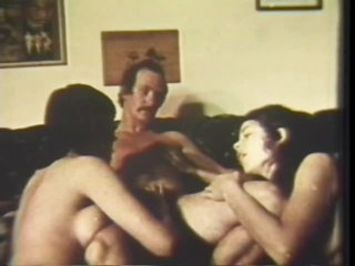 Vintage Pornstar Bill Summers Copulates Two Babes in a Hot 3some