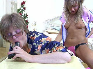 Experienced mommy cream a fake shlong for dissolute intercourse with dewy girlie