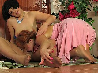Mia&Irene excited nylon soles episode scene