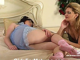 Sleepy legal age teenager waked with sensual necking for a vibrator prizefight with an old gal