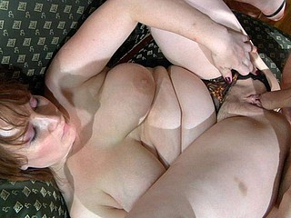 Curvy undressed mom gets dicked unconnected with a nasty mendicant spying on her fro the shower