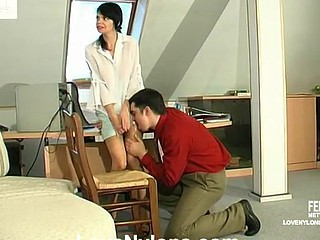 Hawt sec in barely visible nylons tempting her boss to take a weenie break